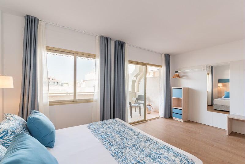 Habitación con cama doble en Hotel Salou Beach**** a pocos metros de la playa de Capellanes | Pierre et Vacances