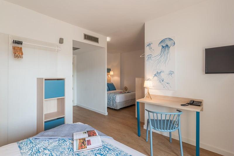 Habitación con dos camas dobles en Hotel Salou Beach**** a pocos metros de la playa de Capellanes | Pierre et Vacances